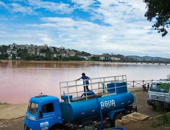 Caminhão-pipa em Colatina, Espírito Santo (Foto: Camila Pastorelli)