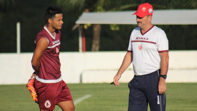 Leandro Campos técnico América-RN Daniel Morais (Foto: Canindé Pereira/Divulgação)
