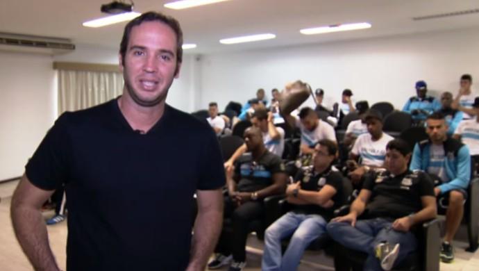 Frame Caio Ribeiro concentração Santos (Foto: Reprodução)