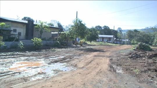 11 meses após enchente, moradores esperam por casas modulares em SC