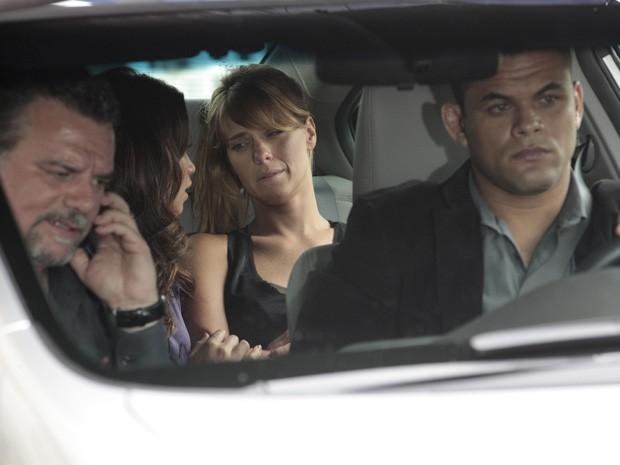 Jéssica se sente muito mal e Russo liga apavorado para Lívia (Foto: Salve Jorge/TV Globo)