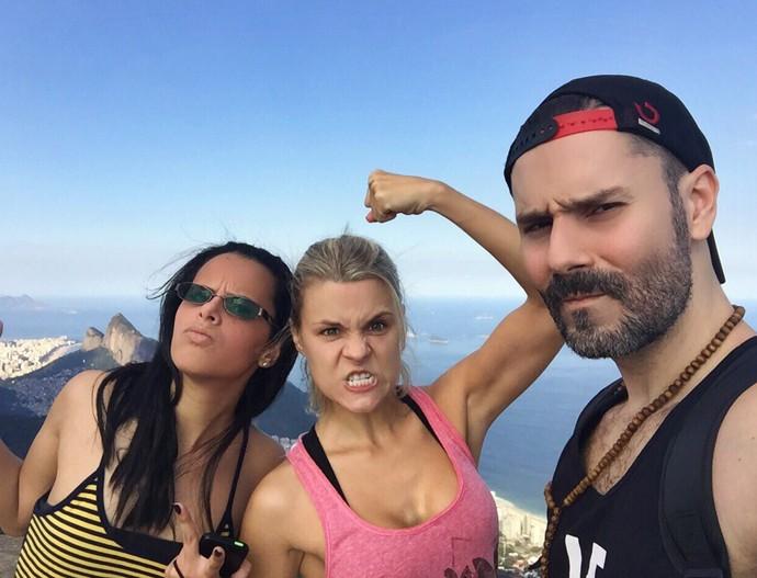 Daniela Carvalho faz trilha com uma amiga, Dandara, e o noivo, Pedro Jones (Foto: Arquivo Pessoal)