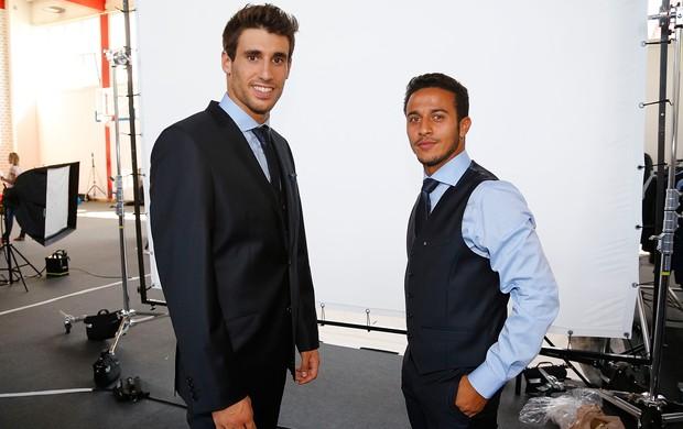 Javier Martinez e Thiago Alcantara Bayern de Munique sessão de fotos (Foto: AFP)