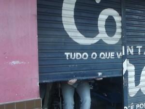 Comércio de Fabriciano aderiu ao protesto e cerca de 90% dos estabelecimentos foram fechados (Foto: Patrícia Belo / G1)