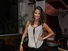 Pérola Faria usa look curtinho para ir à festa de Carla Diaz