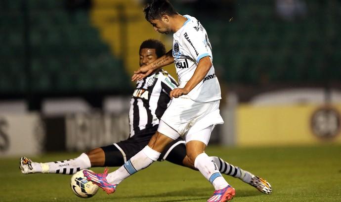 Alan Ruiz Grêmio nirley Figueirense  (Foto: Agência Getty Images)