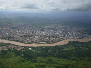Vista da cidade de Governador Valadares do alto do Pico da Ibituruna. (Foto: Diego Souza/G1)