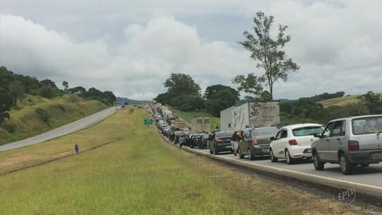 Rodovias registram acidentes no 1º dia de carnaval no Sul de Minas