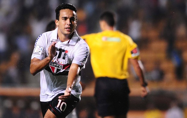 Jadson comemora gol do São Paulo sobre o Arsenal de Sarandi (Foto: Marcos Ribolli)