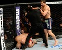 Rockhold aplica nocaute em Costa Philippou no UFC e desafia Belfort