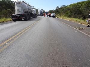Vítima morreu atropelada após cair do veículo (Foto: Polícia Civil/Divulgação)