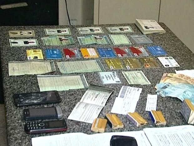 Duas pessoas são presas no Espírito Santo suspeitas de fraudar notas fiscais (Foto: Reprodução/TV Gazeta)