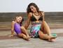 Camila Lucciola posa com a filha e mostra sua boa forma