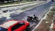 Caminhonete desgovernada atinge carro estacionado em Cruzeiro do Sul
