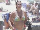 De bíquini, Andréia Sorvetão curte praia e exibe silhueta mais magra