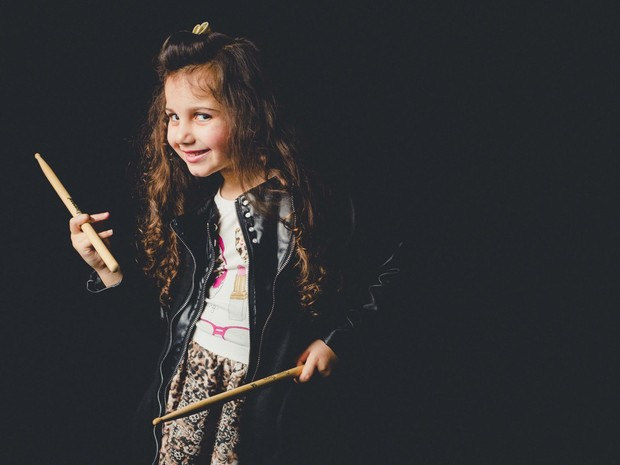 Eduarda gosta de 'dar autógrafos' e ser famosa, conta a mãe. (Foto: Eduarda Henklein/Arquivo Pessoal)