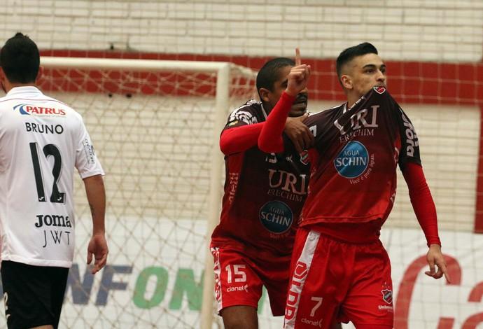 Lucas, do Atlântico Erechim, comemora após marcar um golaço sobre o Carlos Barbosa (Foto: Edson Castro/Prime Comunicação)