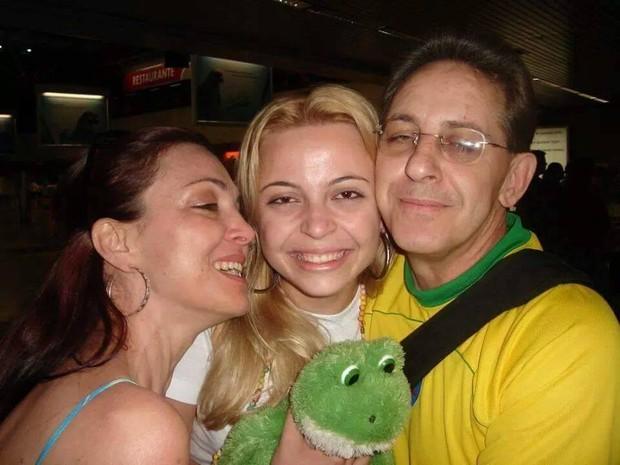 Carla Vicentini, ao centro da foto, embarcou para um intercâmbio em 2006 (Foto: Arquivo pessoal)