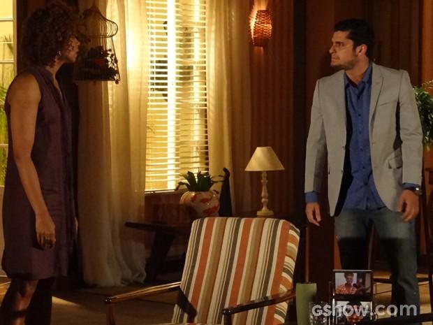 André quer ir atrás de pistas sobre sua história (Foto: Em Família / TV Globo)