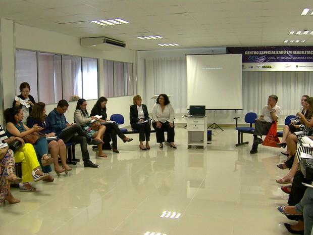Encontro Rodas de Diálogos, promovido pela Unicef, busca garantir um atendimento mais humanizado às famílias com bebês que têm microcefalia (Foto: Reprodução/TV Globo)