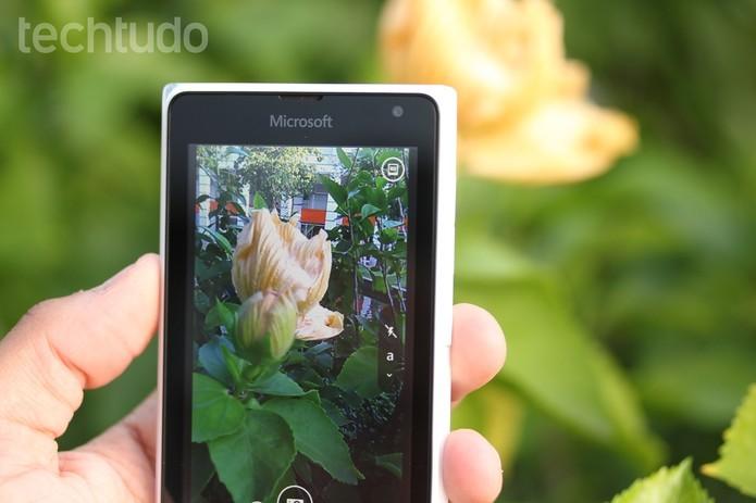 A câmera do Lumia 532 grava vídeos em até 480p a 30 fps, bem longe da definição HD (Foto: Lucas Mendes/TechTudo)