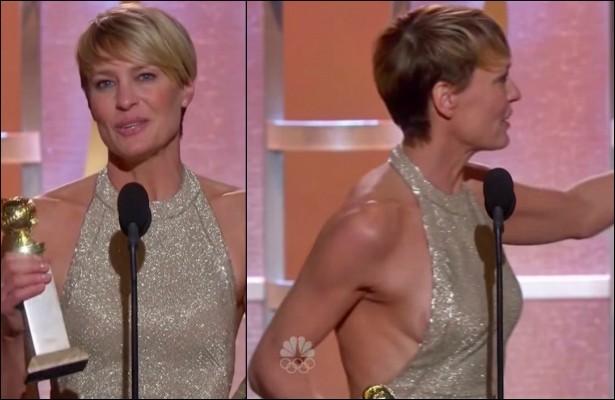 Em janeiro, ao vencer o Globo de Ouro por seu trabalho na série 'House of Cards', a atriz Robin Wright acabou expondo um tanto o seio direito, revelando uma espécie de fita que usou para domar os mamilos sob o vestido de gala. (Foto: Reprodução)