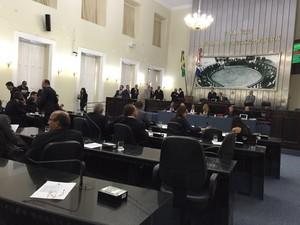 Deputados votam se mantêm ou derrubam o veto ao 'Escola Livre' (Foto: Roberta Cólen/G1)