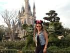 Com orelhinha de Minnie, Paula Fernandes passeia na Disney