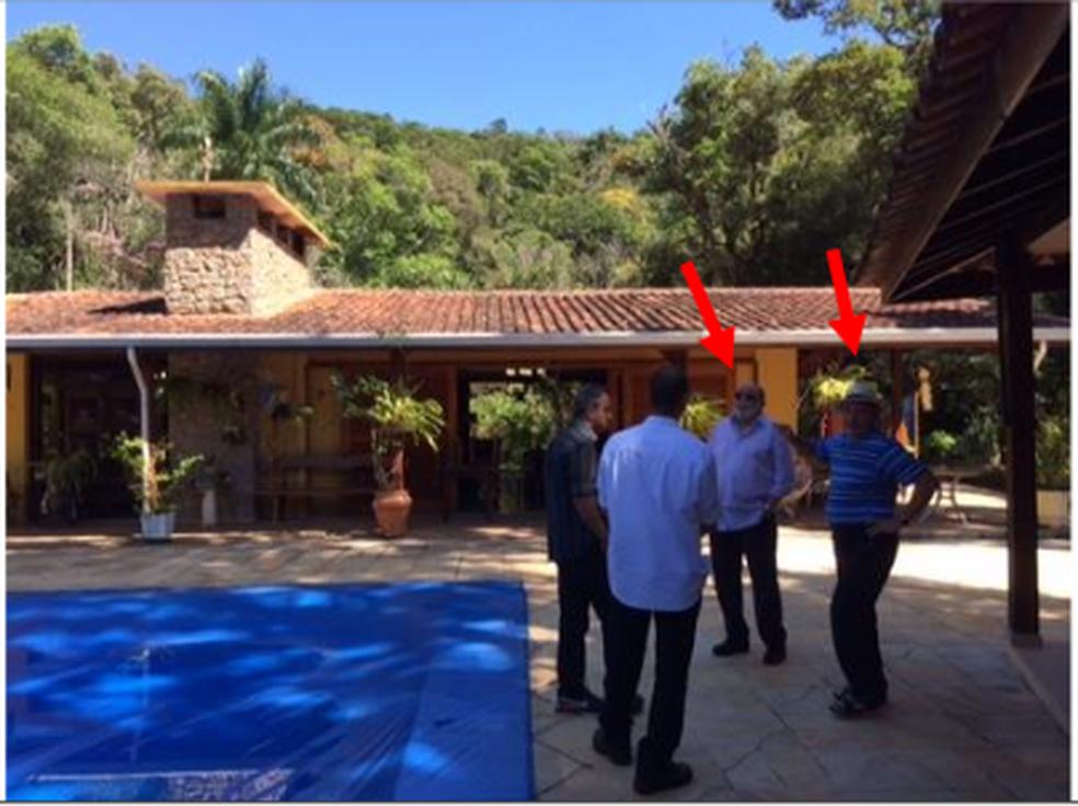 Foto mostra Lula com ex-presidente da OAS em sítio em Atibaia  (Foto: Reprodução/Justiça Federal)