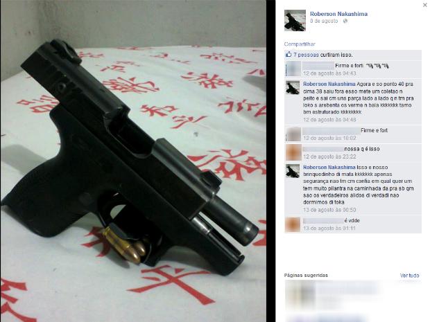 Em outras publicações, o detento faz referências a crimes, armas e também se diz membro de uma organização criminosa. (Foto: Reprodução/Facebook)