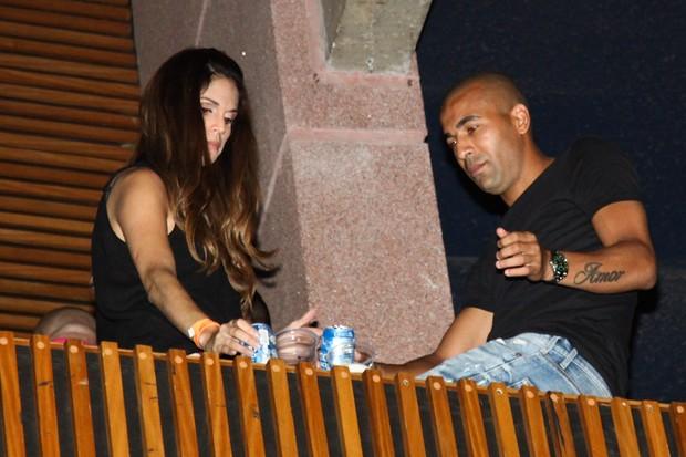 Emerson Sheik com uma morena (Foto: Manuela Scarpa/Fotorionews)
