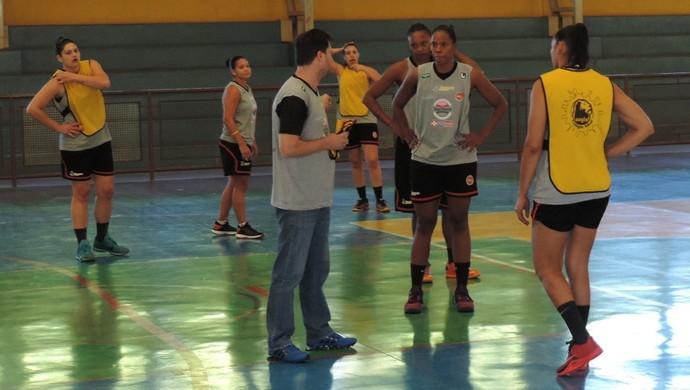 Basquete Venceslau treino (Foto: Ronaldo Nascimento / GloboEsporte.com)