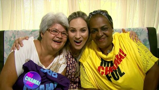 Grazi Batista bateu um papo com as amigas Lúcia e Neuza (Foto: Reprodução/RPC)