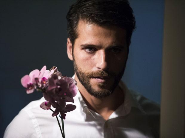 O charme e a beleza são armas do personagem (Foto: Estevam Avellar/TV Globo)