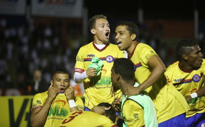 jacuipense comemora copa do brasil paraná clube (Foto: Giuliano Gomes/PR Press)