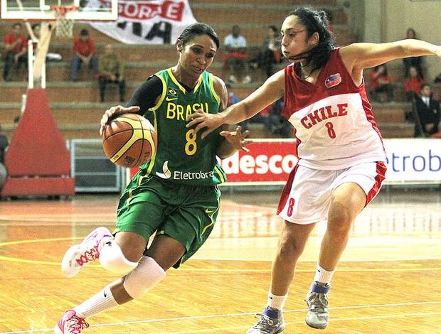 Iziane na partida do Brasil contra o Chile basquete (Foto: Wander Roberto / Inovafoto)
