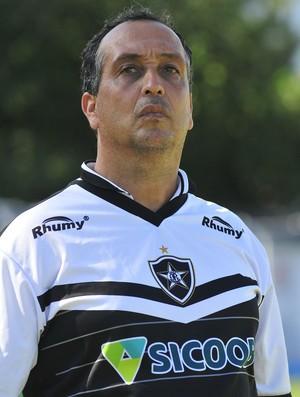 Charles de Almeida, técnico do Estrela do Norte (Foto: Guilherme Ferrari/A Gazeta)