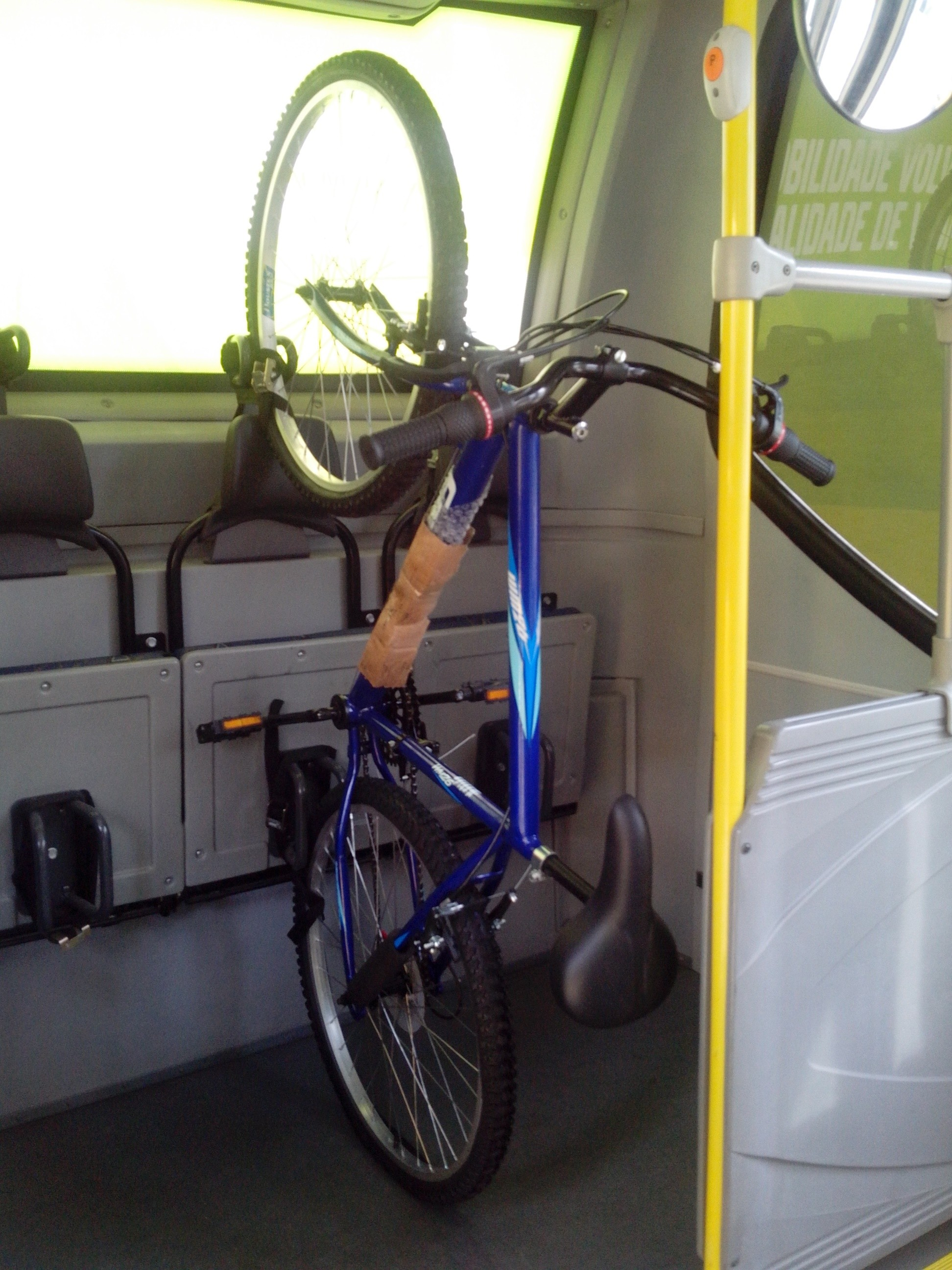 Ônibus com espaço para bicicletas será testado até novembro (Foto: Canasvieiras/Divulgação)