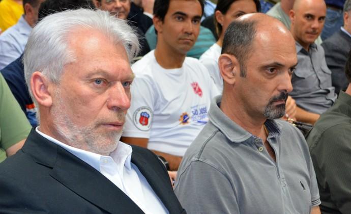 O vice-prefeito de São José dos Campos, Itamar Coppio, e o diretor do São José Basquete, Luís Inácio Messias (Foto: Danilo Sardinha/Globoesporte.com)