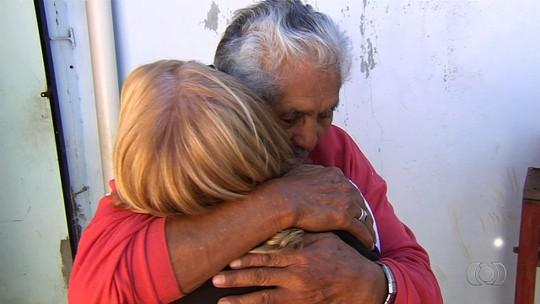Autônoma reencontra em Goiânia o pai que não via há 45 anos; veja vídeo