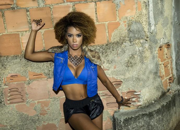 Ivi Pizzott no Complexo do Alemão (Foto: Marcos Mello/MF Models)