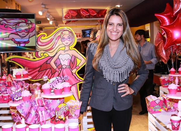 Andréa Guimarães montou mesa da Barbie Super Poderosa em evento da Mattel, em São Paulo (Foto: Divulgação/Raphael Castello)