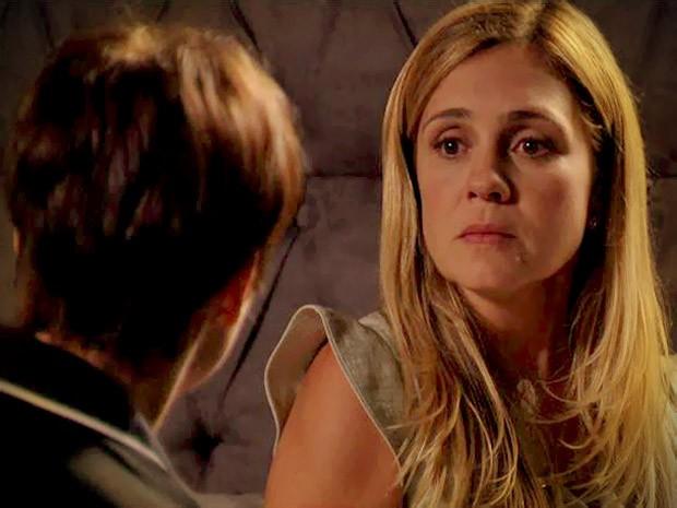 Para evitar que Betânia sofra novamente em seu lugar, Nina se oferece para tirar Rita do caminho de Carminha (Foto: Avenida Brasil/ TV Globo)