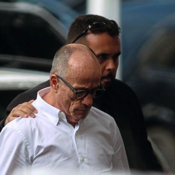O conselheiro Aloysio Neves é preso pela PF (Foto:   Fabiano Rocha / Agência O Globo)