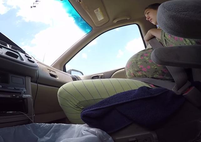 Casal registra parto do próprio filho dentro do carro nos EUA (Foto: Reprodução/YouTube)