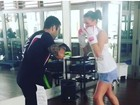 Bruna Marquezine faz aula de luta e treinador diz: 'Pode vir, rabanada'