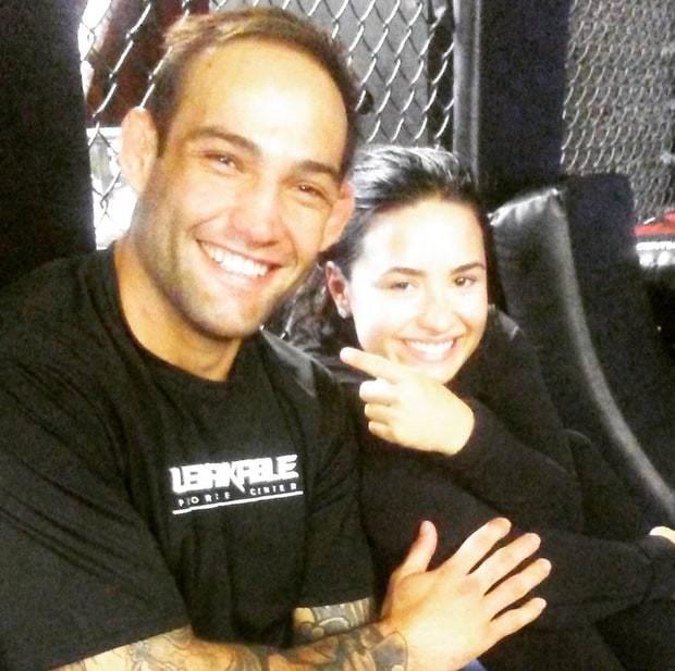 """Guilherme """"Bomba"""" Vasconcelos e Demi Lovato: namorando mais uma vez (Foto: Reprodução)"""