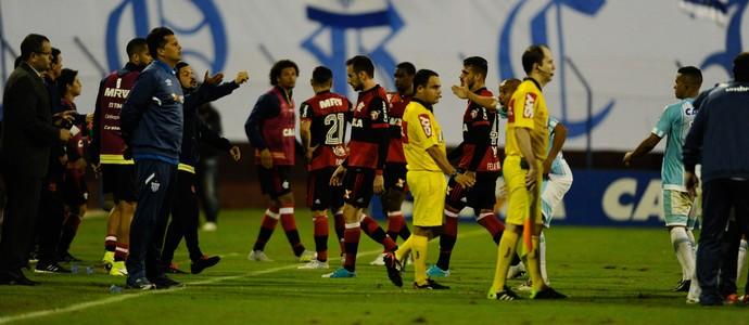 Avaí x Flamengo polêmica árbitro (Foto: Agência Estado)