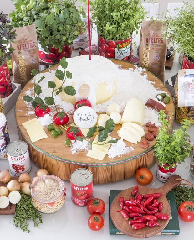 Festa da pizza: mesa decorada tem até bolo no tema (Foto: Douglas Daniel)