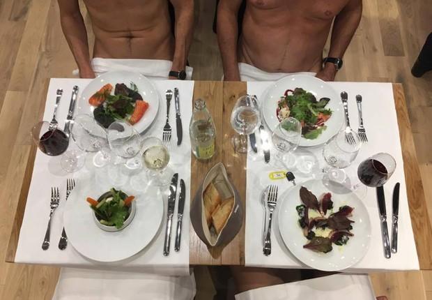 O restaurante O' Naturel postou uma foto em seu perfil no Facebook após a inauguração (Foto: Reprodução/Facebook)